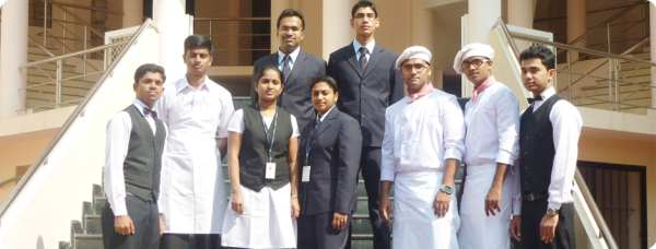 Hotel Management Me Career Kaise Banaye
